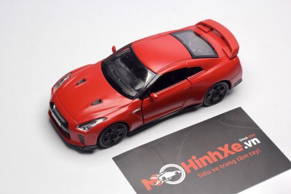 Nissan GT-R (R35) 1:36 RMZ City