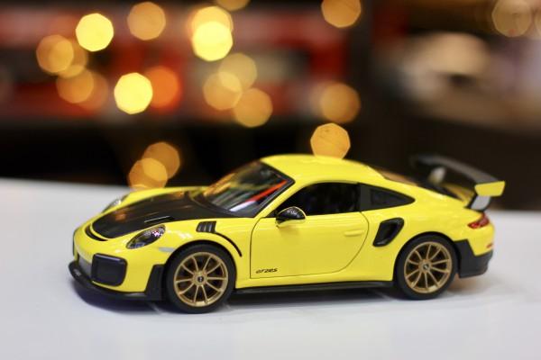 Porsche 911 GT2 RS 1:24 Maisto