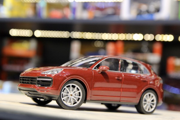 Porsche Cayenne Turbo 1:24 Welly-FX