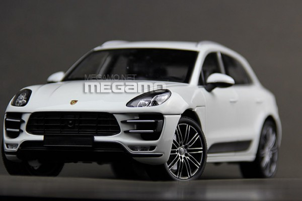 Porsche Macan Turbo - 2013 1:18 Minichamps
