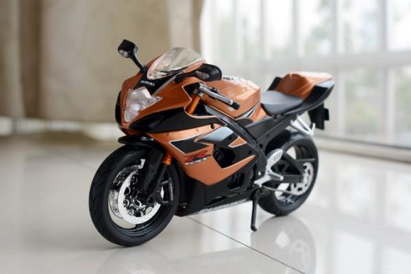 Suzuki GSX-R1000 1:12 Maisto