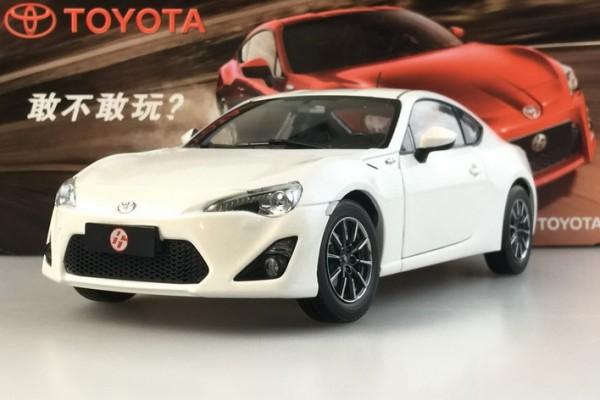 Toyota 86 1:18 Paudi