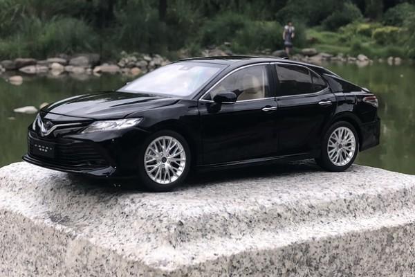 Toyota Camry 2019 1:18 Paudi