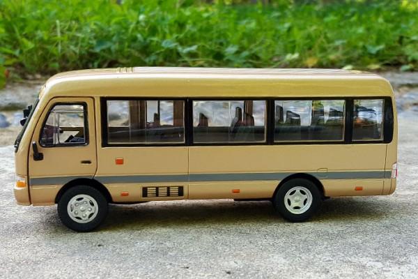Toyota Coaster 1:32 Sheng Hui