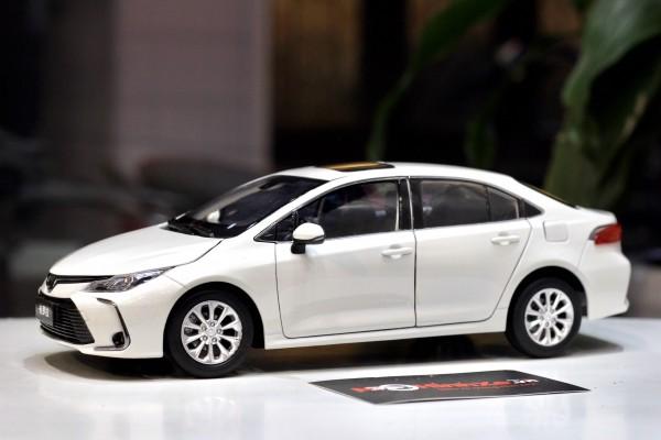 Toyota Corolla Altis 2020 1:18 Paudi