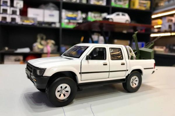Toyota Hilux 1:32 Jackiekim