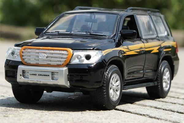 Toyota Land Cruiser 1:32 Sheng Hui