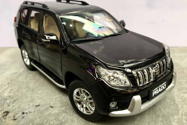 Toyota Land Cruiser Prado 1:18 Paudi