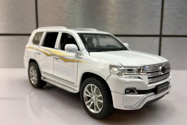 Toyota Land Cruiser V8 2019 1:32 Hãng khác