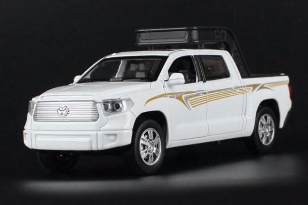 Toyota Tundra 1:32 Double Horses