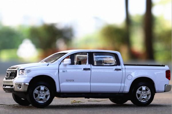 Toyota Tundra V8 1:32 Kingstoy