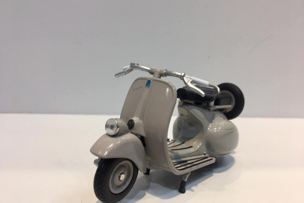 Vespa 125CC 1:18 Welly