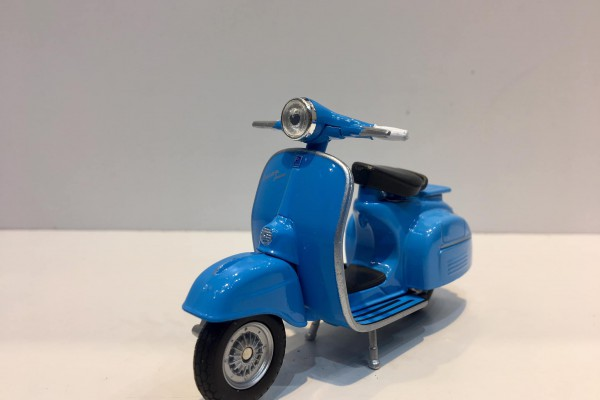 Vespa 150CC 1:18 Welly