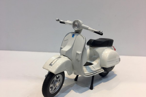 Vespa PX 2016 1:18 Welly