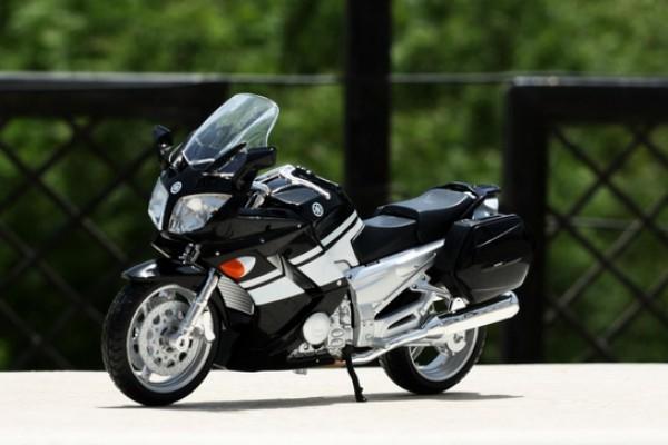 Yamaha FJR 1300 1:12 Maisto