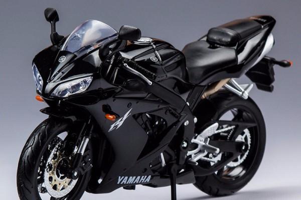 Yamaha YZF-R1 1:12 Maisto