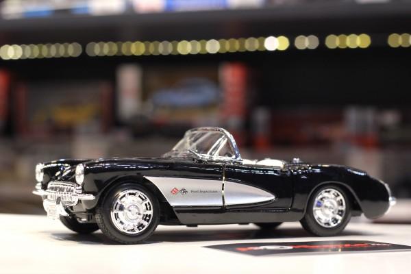 1957 Chevrolet Corvette 1:24 Maisto