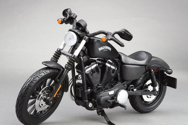 2014 Harley-Davidson Sportster Iron 883 1:12 Maisto