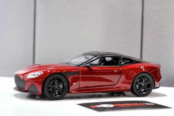 Aston Martin DBS Superleggera 1:24 Welly