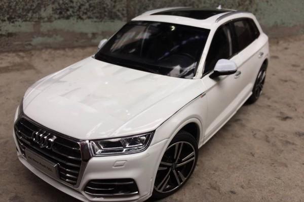 Audi Q5L 2018 1:18 Paudi