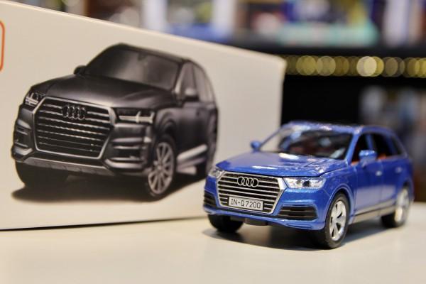 Audi Q7 2019 1:32 Sheng Hui