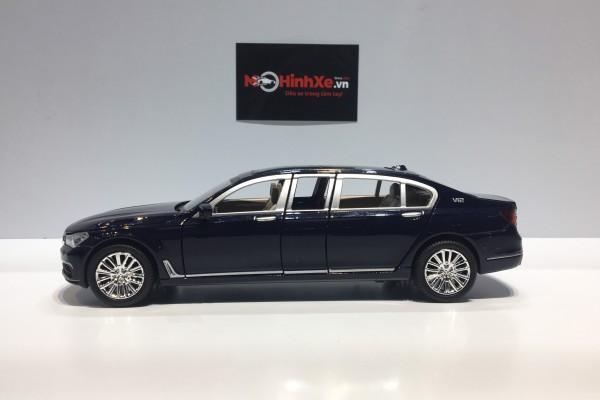 BMW 760Li V12 Limousine 1:24 XLG
