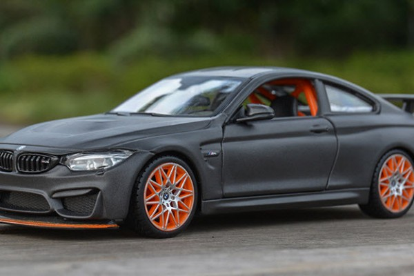 BMW M4 GTS 1:24 Maisto