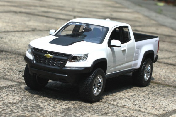 Chevrolet Colorado ZR2 2017 1:24 Maisto