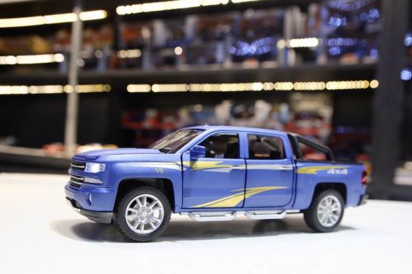 Chevrolet Silverado 1:32 CheZhi