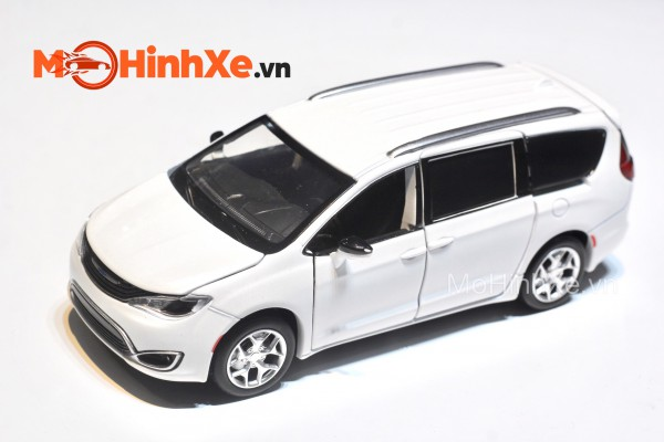 Chrysler Pacifica 1:32 Jackiekim