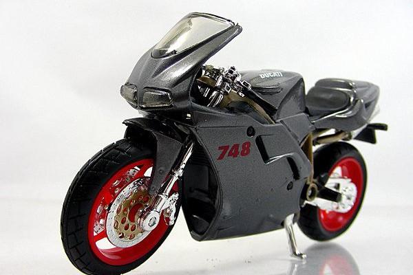 Ducati 748 1:18 Maisto