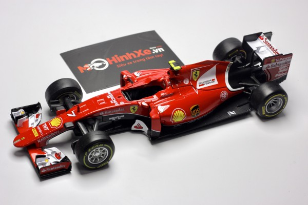 Ferrari Racing SF15-T S.Vettel 1:24 Bburago