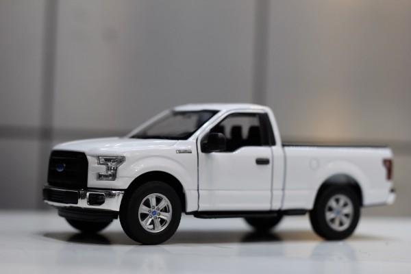 Ford F-150 Regular Cab 2015 1:24 Welly-FX