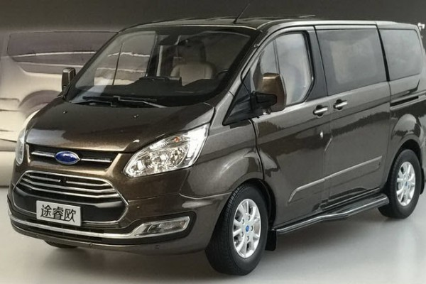 Ford Tourneo MPV 1:18 Paudi