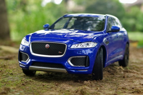 Jaguar F-Pace 1:24 Welly-FX