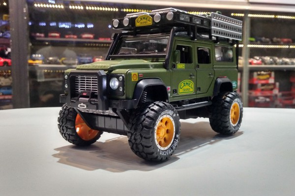 Land Rover Defender Camel Trophy Off-Road 1:28 Newao