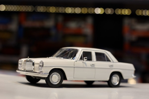 Mercedes-Benz 220 1:24 Welly-FX