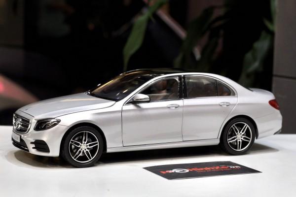 Mercedes-Benz E-Klasse 1:18 iScale