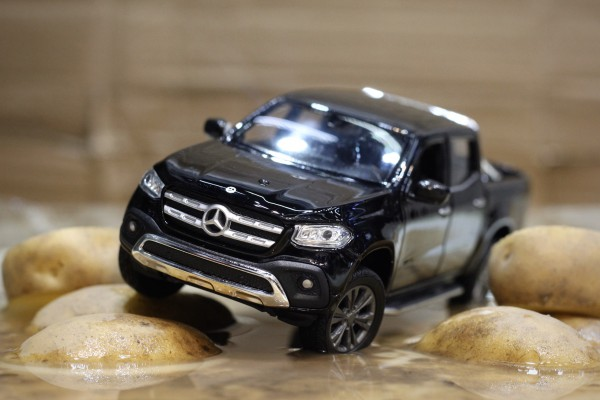 Mercedes-Benz X Class 1:24 Welly