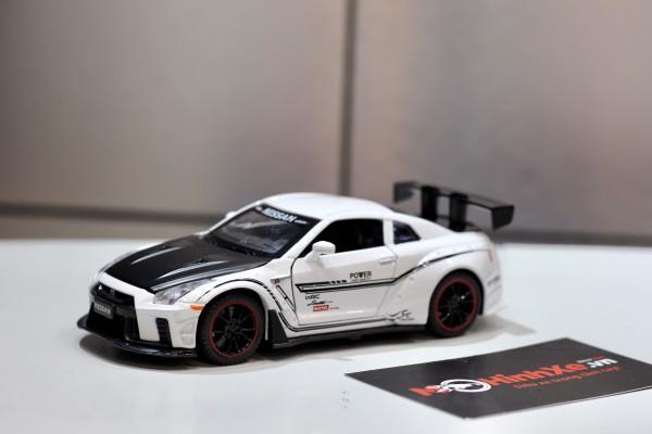 Nissan GT-R Concept Z 1:32 Double Horse