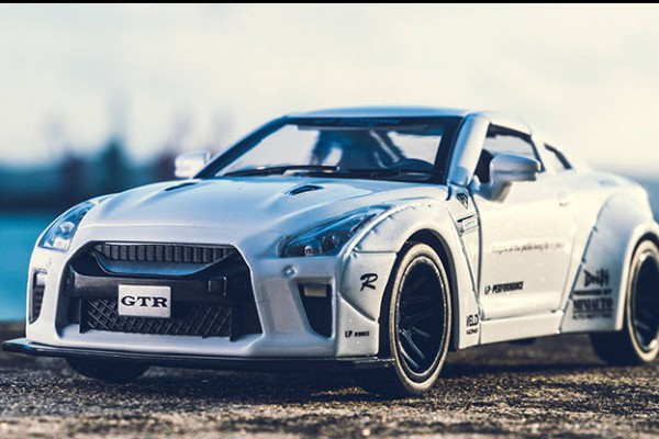 Nissan GT-R Liberty Walk 1:32 Mini Auto