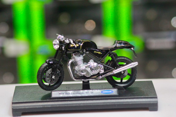 Norton Commando 961 SE 1:18 Welly
