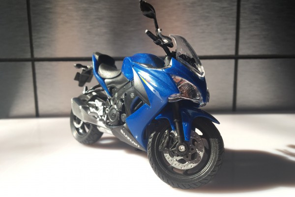 Suzuki GSX-S1000F 1:18 Welly