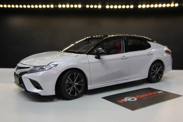 Toyota Camry Sportivo 2019 1:18 Paudi