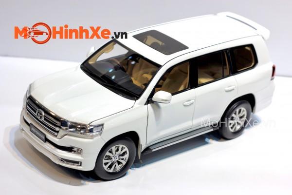 Toyota Land Cruiser LC200 1:18 KengFai