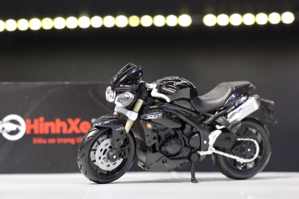 Triumph Speed Triple 1:18 Bburago