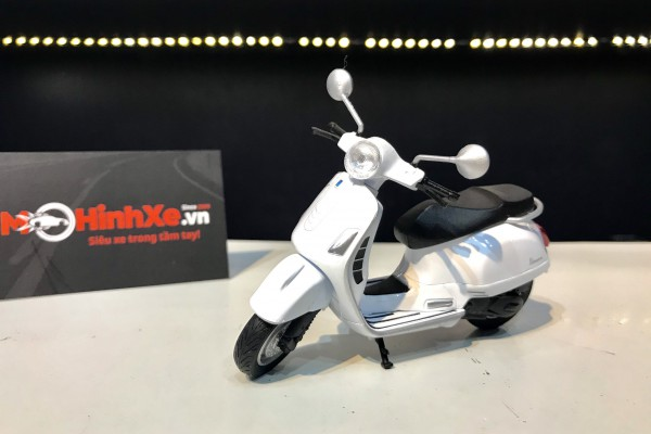 Vespa GTS 125CC 2017 1:18 Welly